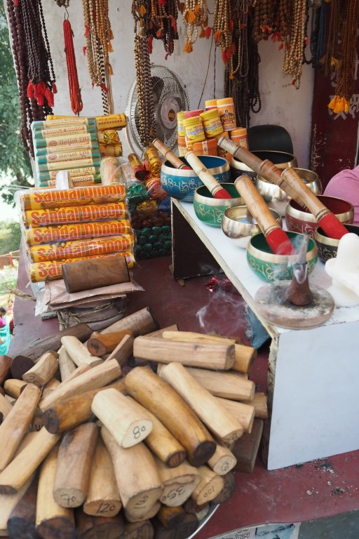sandalwood, bows & incense